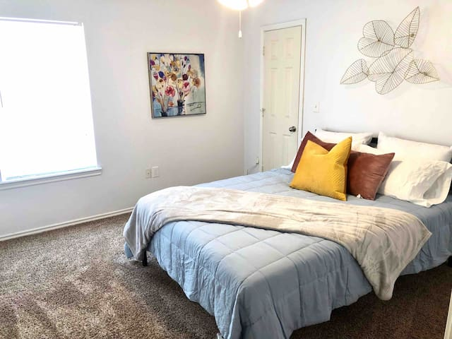 Bedroom 1 - Queen bed with bathroom
