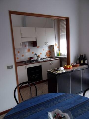 ALLOGGIO CENTRALE VICINO AL MARE - Andora - Apartment