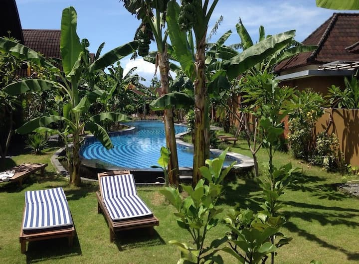 Ideal 2 BDR family proof house, BIG pool&garden
