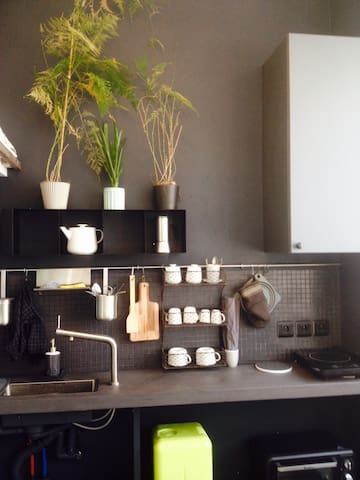 Small arty studio Menilmontant