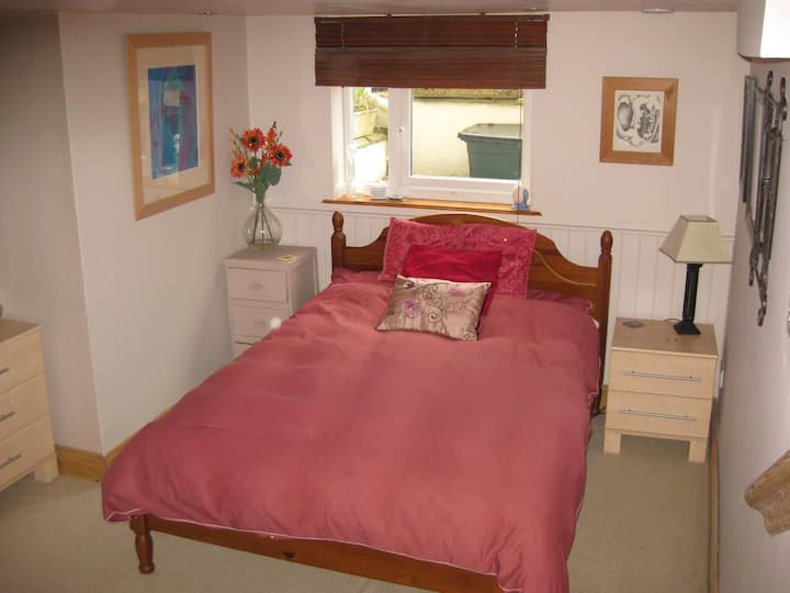 A Cotswold Welcome with double bed and en-suite