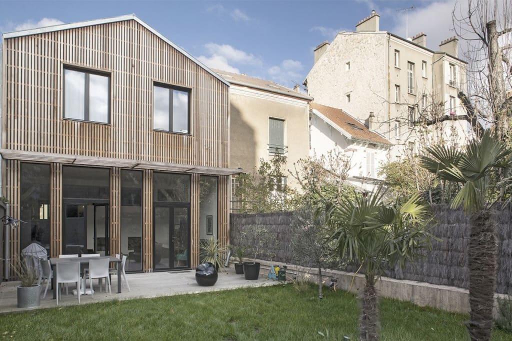 Une maison ouverte sur le jardin
