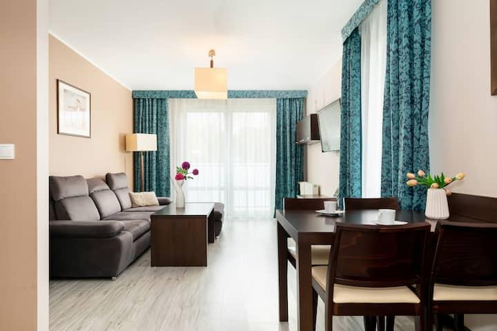 Aquarius 99 | Bedroom, Balcony, Spa
