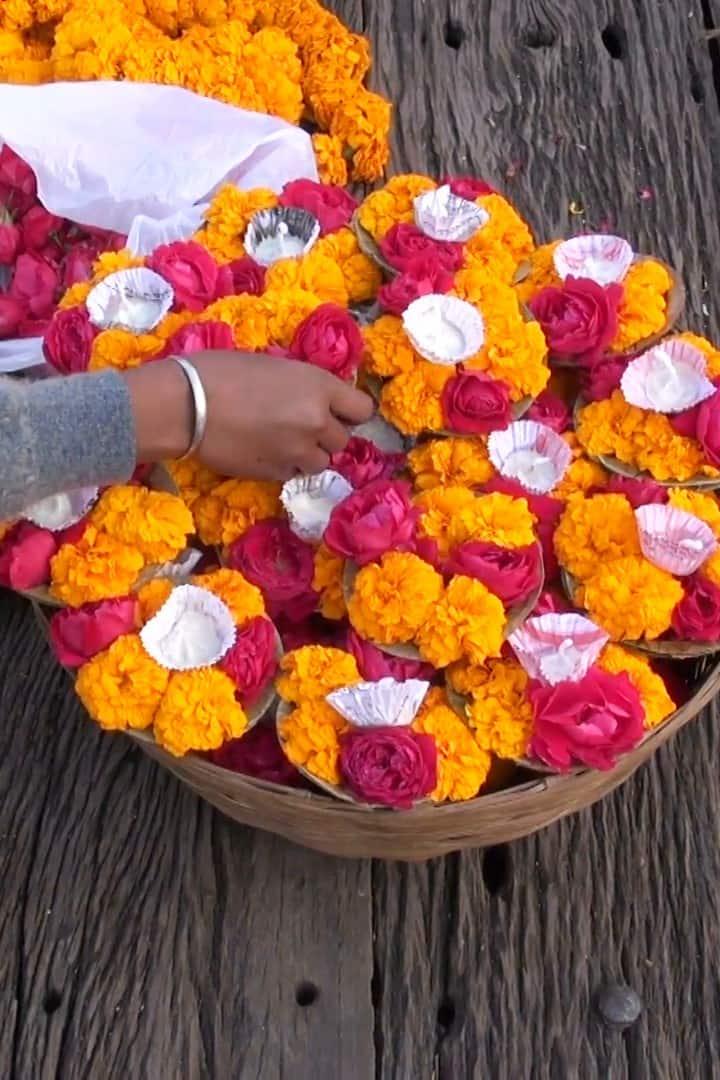 Flowers seller in Har Ki Pedi Haridwar