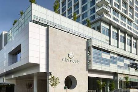 Brand New Hotel Condo With Hotel Amenities! - Burnaby - Wohnung