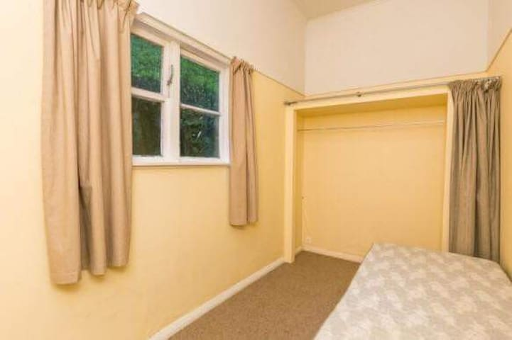 An affordable single bedroom, close to CBD
