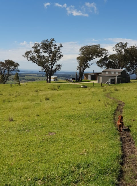 Gippsland Hilltop Hideaway cabin/camp up to 20p
