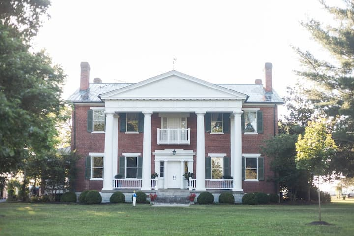 Historic Shelby Manor: Shelby Brother's Blue Room