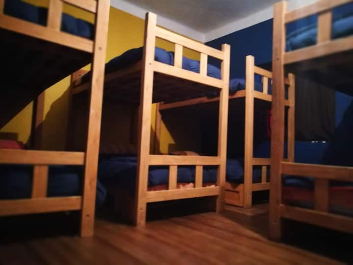 Dormitorio compartido 8 camas