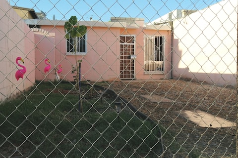 Pink House! 🏠 Ubicación céntrica y confortable.