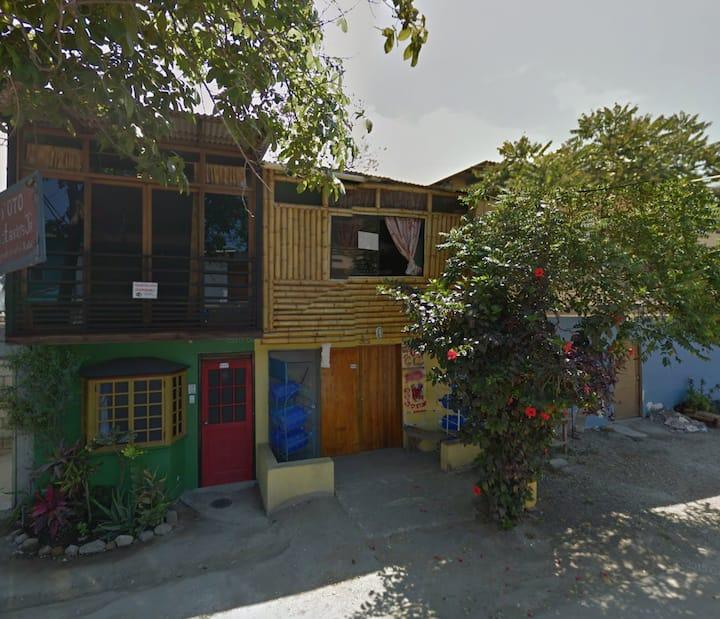 Casa Rustica Minimalista, en Olon.