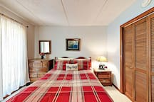 Sleep soundly on a queen-size bed in the 2nd bedroom.