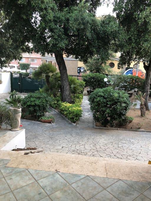 Giardino , parte anteriore Villa