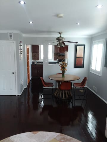 Beautiful Modern Renovated Townhouse 2mi. from DCA