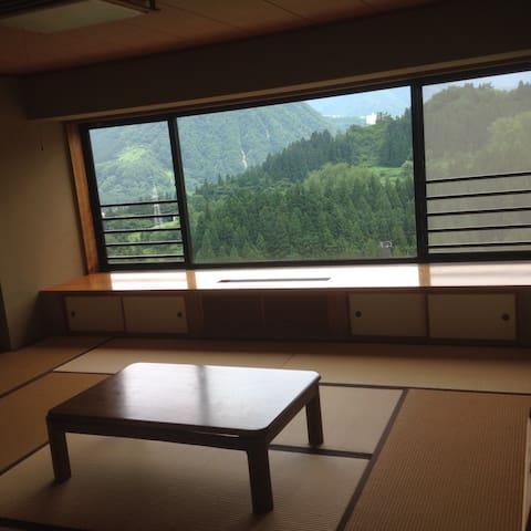 越後湯沢リゾートマンション2    2K(60㎡・和室10畳・洋室8畳)