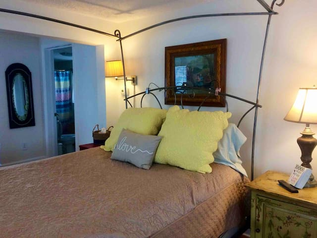 """The """"Sweet Suite"""" @ Peabody's (See other Airbnb Listing)"""