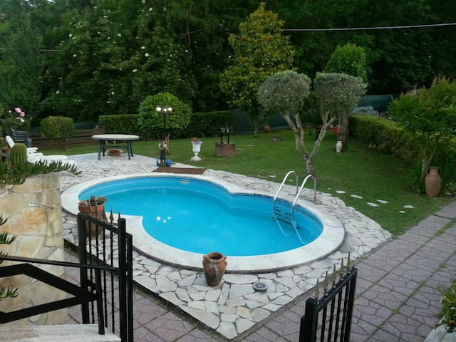 Villino indipendente con piscina - Artena - House