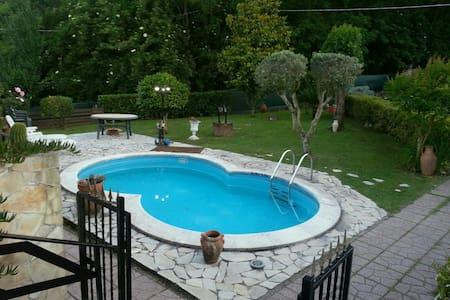 Villino indipendente con piscina - Artena - Talo