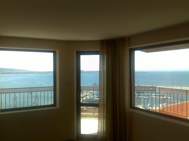 Гледка отвътре към морето / Sea view from inside