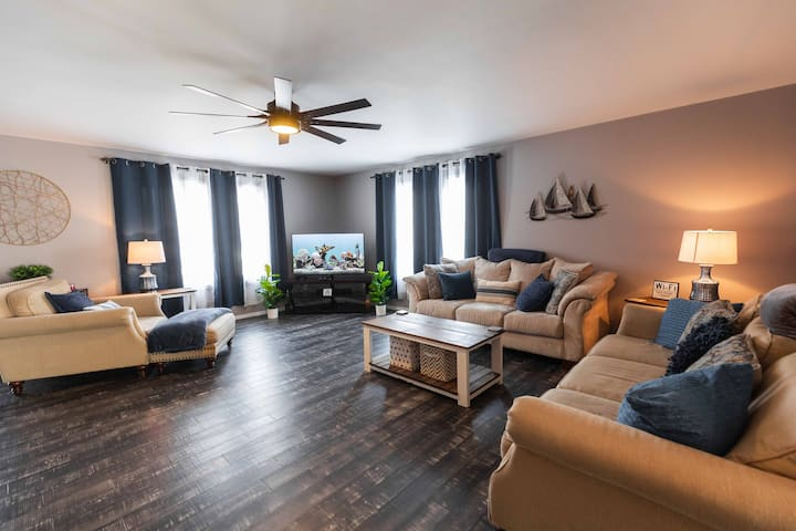 Recently Renovated Home - Large Group Ready