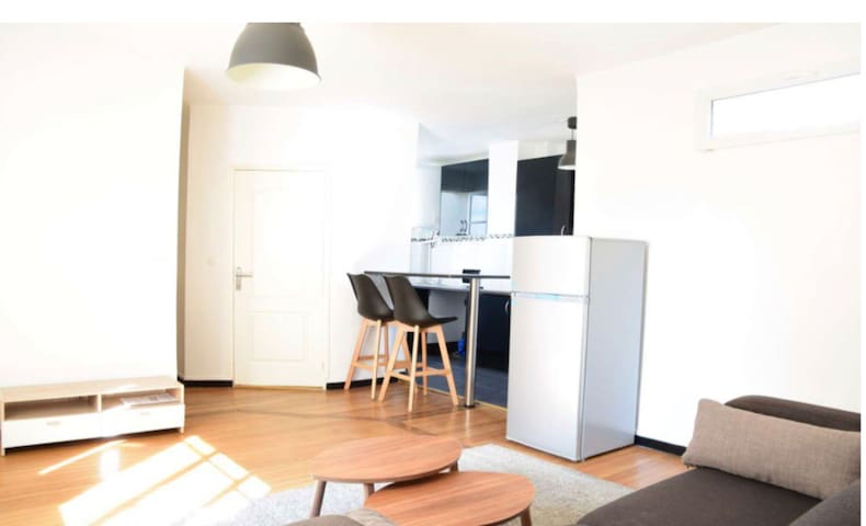 Newly furnished apartment near La Defense and Arc