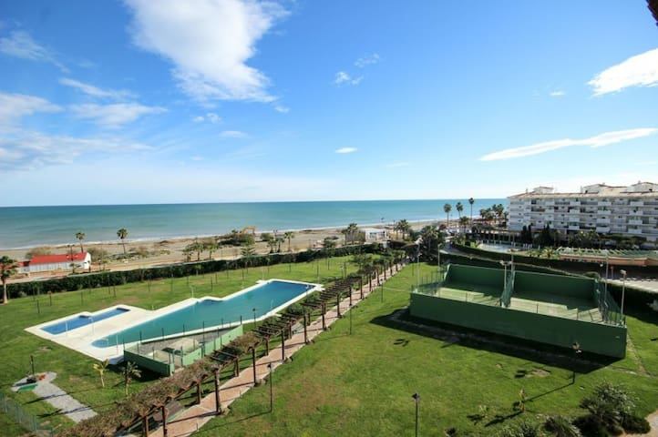 2 bed beach front apartment, Manilva