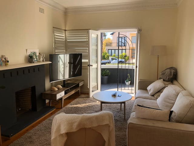 Private Sunny Room - Rose Bay
