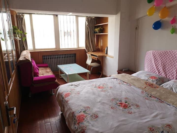 瑞德摩尔大西洋温馨双人间,室卧简洁明亮,近兰一 中医附属医院 王府井商业区