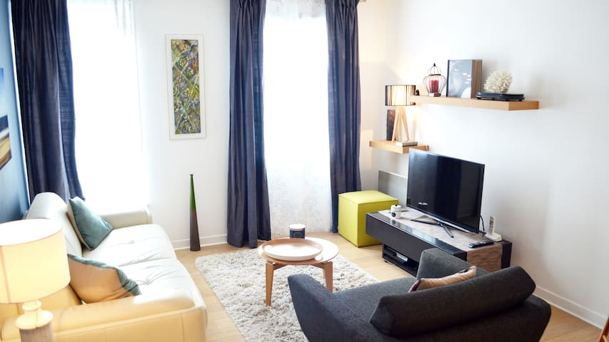 A room in a modern apart Buttes Chaumont/Villette