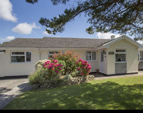Family friendly Bungalow with large garden in Rock