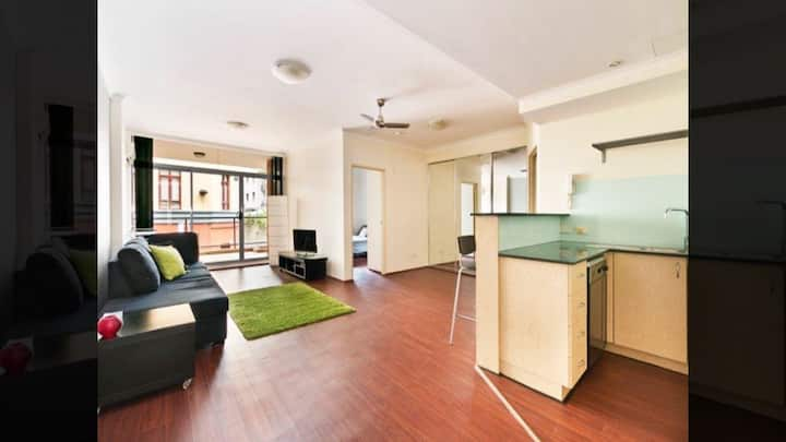 LARGE 1 Bedroom Ground Sydney Darling Harbour ICC