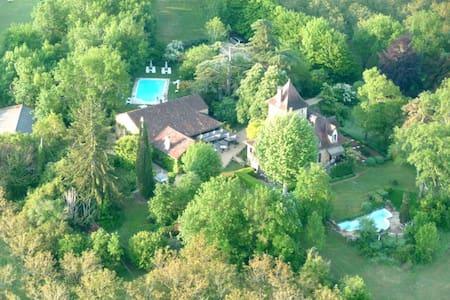 Chambre D'hotes Castel Du Bouysset - Saint-Martin-le-Redon