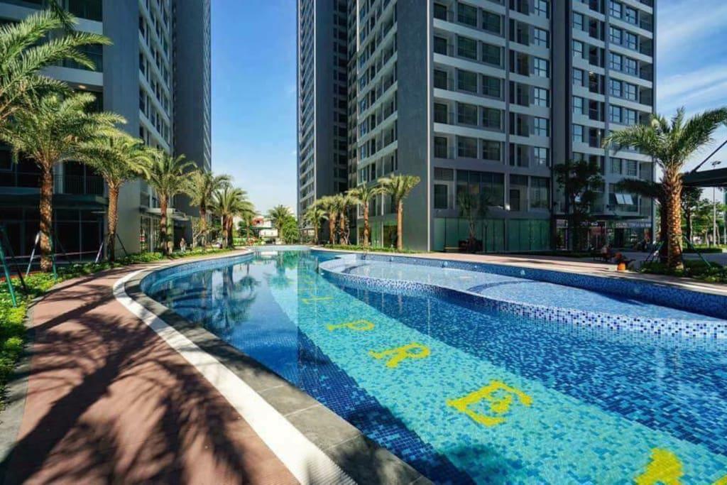 Swimming pool at ground floor