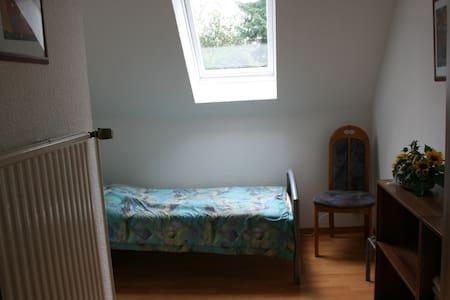 kleines möbliertes Zimmer in ruhiger Lage - Seevetal - Apartment