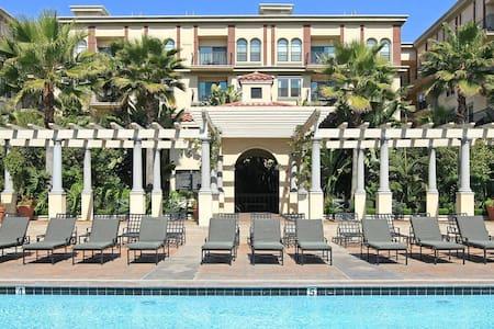 Luxury Apartment in DTLA - Pool, Sauna, Gym - Los Angeles - Wohnung