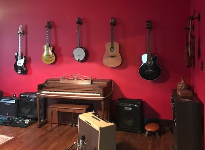 Music Lover's Midtown Getaway