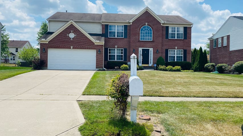 Upscale Home in Ace Location - Trails+Parks+Malls