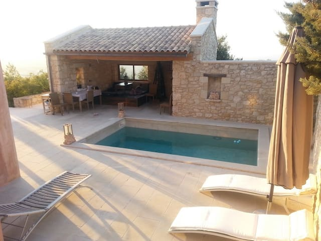 Stone-made private villa with pool! - Heraklion - Huis