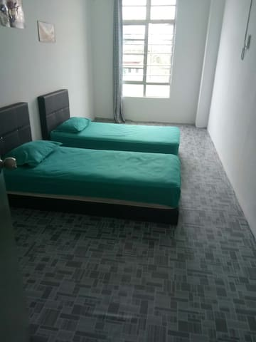 ULFAH TERMINAL BUS 3 BED ROOM 4 DOUBLE  BED