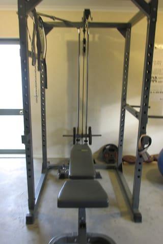 Training power rack, incline/decline bench