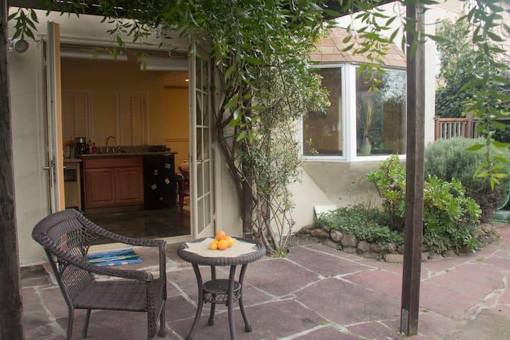 Cozy Berkeley Hills/Kensington studio - Kensington - House