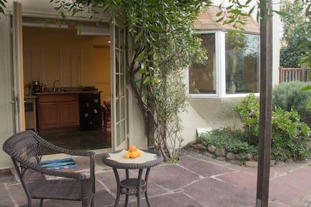 Cozy Berkeley Hills/Kensington studio - Kensington - Ház