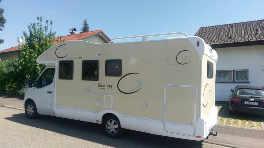 Wohnmobil in schönem Garten - eigene Terrasse - Obertshausen - キャンピングカー/RV車