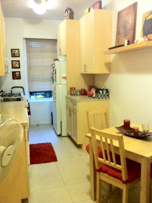 Kitchen and dining table for 4, all appliances.