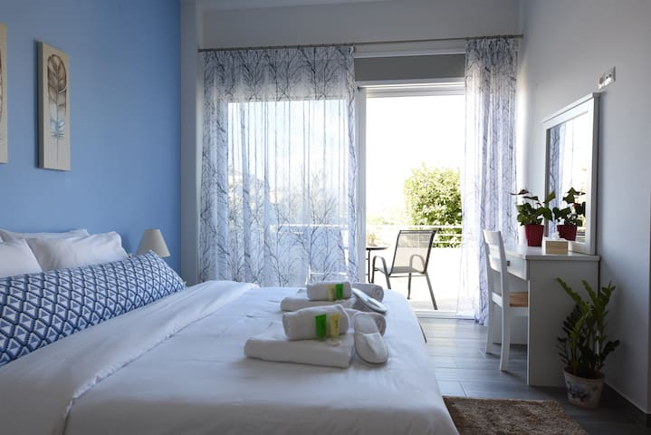 Kanathos apartment