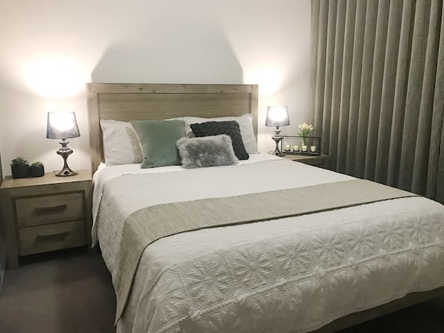 Perth View Westfield Shopping 3*2 Brand New Apt