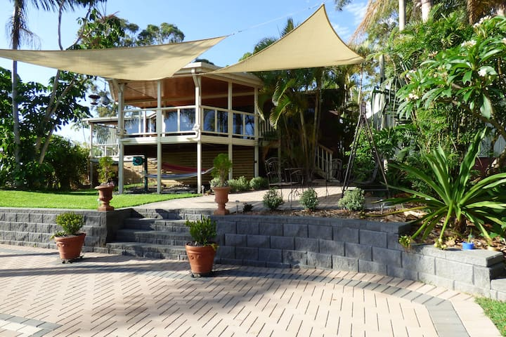 Easy Relaxed Living at Moonee Beach. - Moonee Beach - Rumah