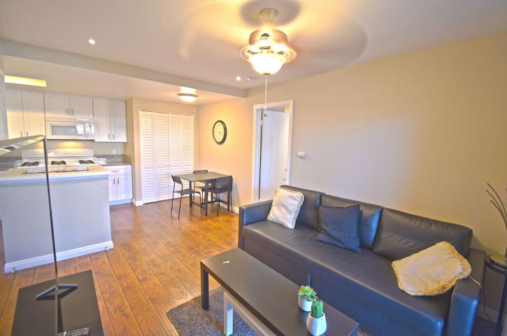 Convenient & Elegant 1 bedroom with 2 beds Condo