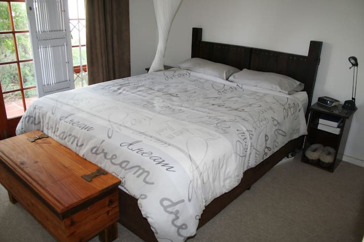 Queen room in peaceful Pinelands