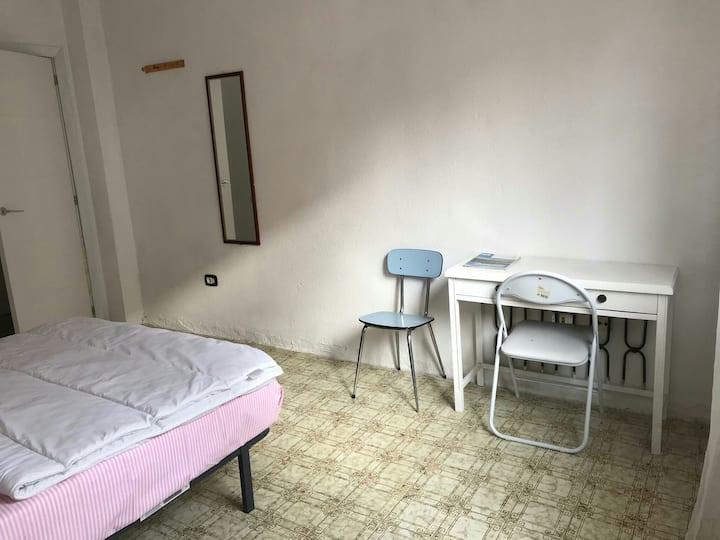 Santa Cruz Tenerife, wide room in shared flat